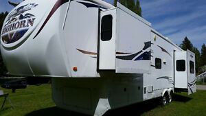 LIKE NEW EXCELLENT CONDITION 2010 HEARTLAND BIGHORN 3410RE