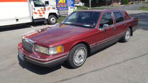 1993 LINCOLN TOWN CAR SIGNATURE SERIES $7495.O/O
