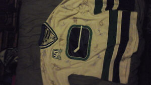 SIGNED 2010 CANUCKS JERESEY