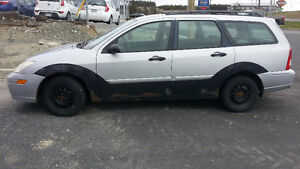 2001 Ford Focus SE Wagon (Winter tires & rims Incl.)