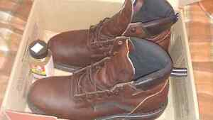 SIZE 10 D RED WING WORK BOOTS London Ontario image 1