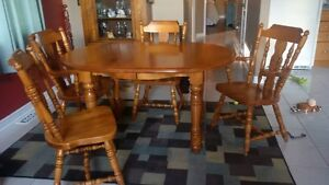 Solid Wood Dining Table Kingston Kingston Area image 1