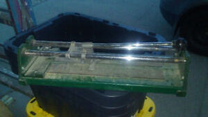 Small tile cutter