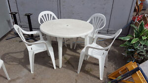 Patio table w/ 4 chairs
