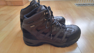Men's Windriver hiking boots - size 9 (small fit)