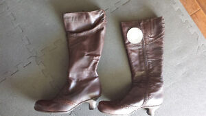new in box La Canadian leather boots