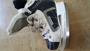 Kids ice skates vic 13 size