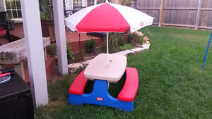 Little Tikes - Table with Umbrella - foldable