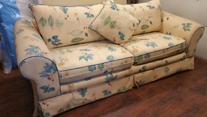 Clean comfy couch,140$ FREE  delivery if close,if not 40$, from