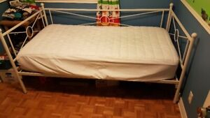 Lit simple(70x40 pouces/ Single Bed frame (70inches x 40 inches)