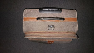 Bin Hao Medium Rolling Suitcase Luggage Quality Carry On