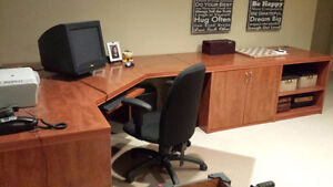 """Home or Office Desk """"Best Offer"""" will be considered West Island Greater Montréal image 2"""