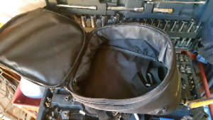 TEKNIC TANKBAG . fits any motorcycle with a steel tank