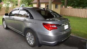Chrysler 200 LX 2014 très propre