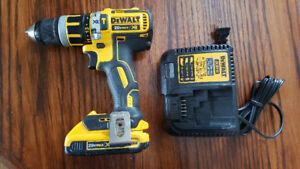 Like new DEWALT XR BRUSHLESS Compact Hammerdrill   Lithium-Ion