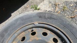 185 65 R14 - 4 pneus d'hiver Nokian Nordman avec roues