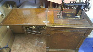 T EATON antique sewing machine in oak cabinet London Ontario image 4
