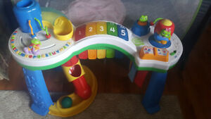 Leapfrog play table