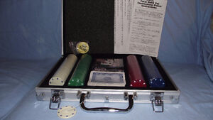 NEVER USED TEXAS HOLD 'EM POKER SET