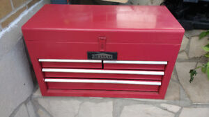 $35 jobmmate tool box with locking drawers when top lid is down