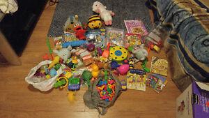 lot d'environ 200 jouets divers pour enfant pour 20$ l'ensemble