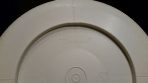 Tupperware Serving Dish 4 Compartments with Sealable Lid