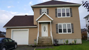 Grande maison unifamilial à vendre