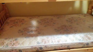 Twin size mattress with box in good condition Kitchener / Waterloo Kitchener Area image 3