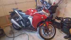 2011 CBR250 Red 2500$