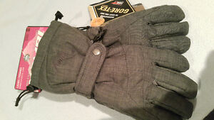 Brand new with tag women's GORETEX ski & snowboard gloves small