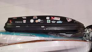 Thule rooftop carrier ski locker cargo box