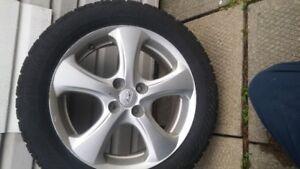 pneu et mag d hiver à vendre 195-55-R16 fait Kia Rio et Honda