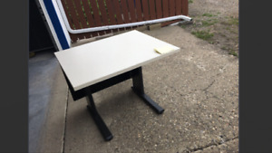 Table desk vg condition REDUCED to $25 only 1 left