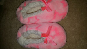 Toddler size  9/10 slippers euc *REDUCED*