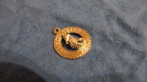 14 K. yellow gold charm/pendant seahorse from St. Maarten-1 gram West Island Greater Montréal image 2