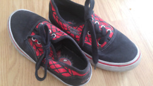 Boys Size 2 Spiderman Shoes