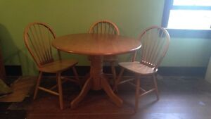 Round wood table and 4 chairs!!