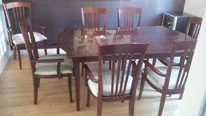Dining room table set for sale / REDUCED to 300$ firm