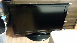 Selling 2 lg tvs for parts