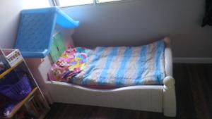 Toddler bed 50$