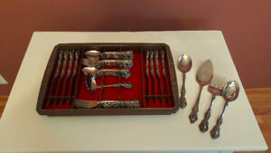 Beautiful Oneida Stainless flatware-set of 8