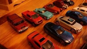 Lot of 17 Maisto Loose Diecast Cars 1:64 models NEW