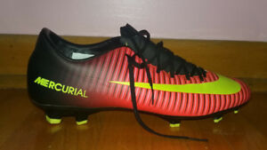 Nike Mercurial Victory VI FG Outdoor Soccer Cleats. Size 8.5 U.S