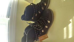 Women's Brand new Snow boots size 7