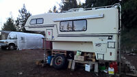 11,5 ft Bigfoot fiberglass camper Perfect Condition