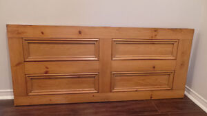 Antique Pine Headboard / Tête de lit antique en pin