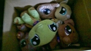collection of 6 stuffed littlest pets
