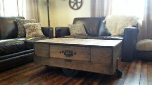 Table de salon en bois style chariot