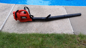 Black & Decker Leaf Blower / Souffleuse a Feuille Electrique