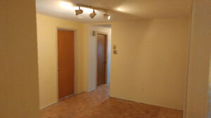 51/2 lower duplex for rent